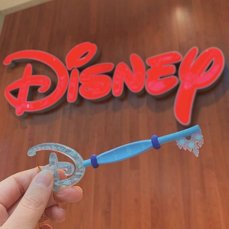 Disney Store Key Frozen