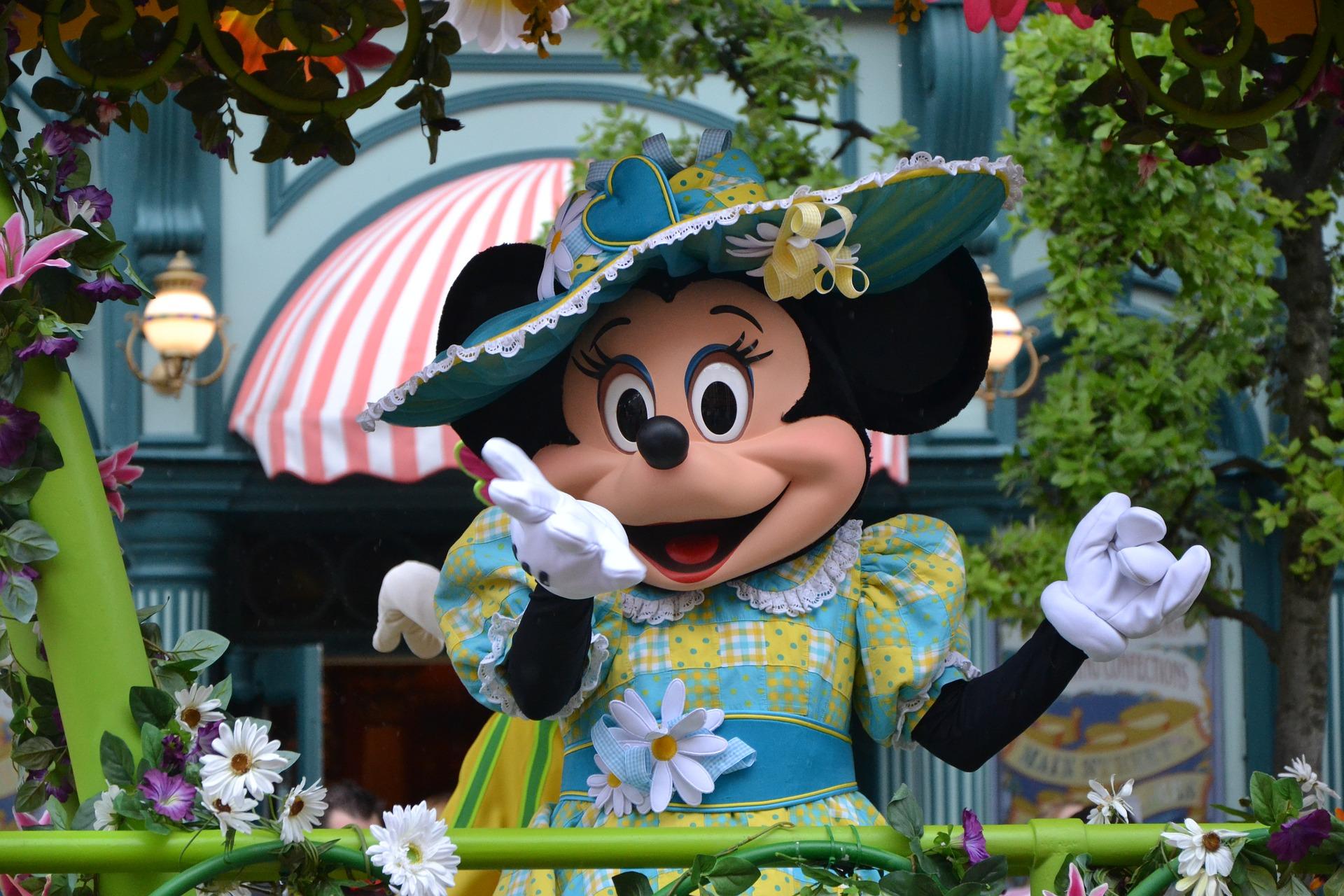 Minnie-Mouse-Main-Attraction-collezione-Disney-2020